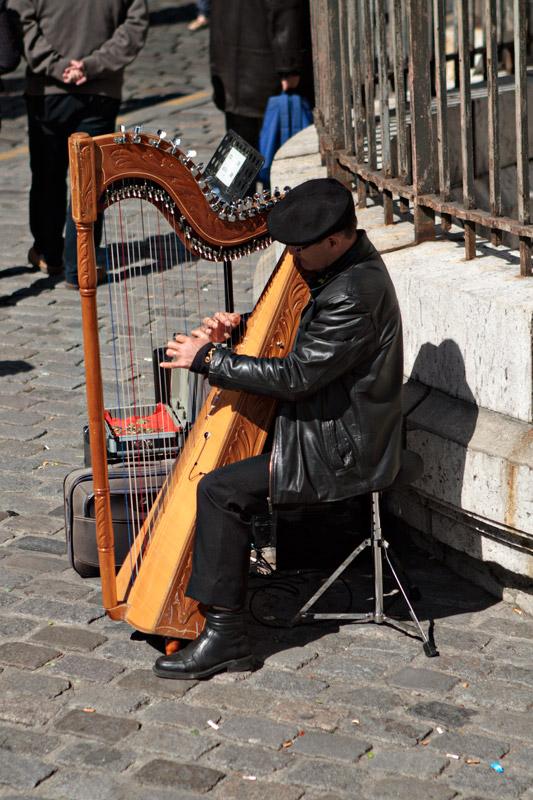 Harp player at Sacre-Coeur