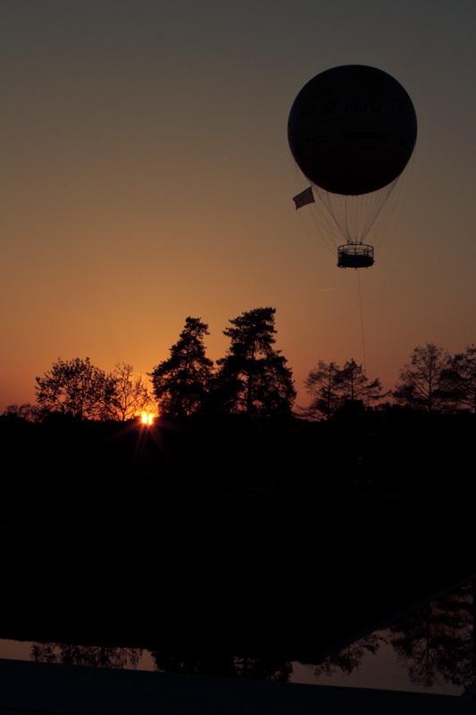 Ballon Air de Paris at sunset
